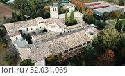 Купить «View from drone of ancient Romanesque monastery Sant Benet de Bagess, Catalonia, Spain», видеоролик № 32031069, снято 24 декабря 2018 г. (c) Яков Филимонов / Фотобанк Лори