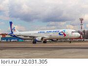 Купить «Самолет Airbus 321 («Аэробус А321») авиакомпании «Уральские авиалинии» (бортовой номер VQ-BOZ), аварийно севший в поле кукурузы в Подмосковье 15 августа 2019 года», фото № 32031305, снято 7 апреля 2019 г. (c) Владимир Сергеев / Фотобанк Лори