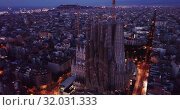 Basilica and Expiatory Church of the Holy Family by Gaudi at night from a drone. Sagrada Familia. Barcelona (2019 год). Редакционное видео, видеограф Яков Филимонов / Фотобанк Лори