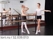 Купить «Young artist learns to dance ballet», фото № 32039013, снято 26 апреля 2019 г. (c) Яков Филимонов / Фотобанк Лори