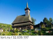 Купить «Image of wooden Biserica Sf. Nicolae in Maramures», фото № 32039197, снято 14 сентября 2017 г. (c) Яков Филимонов / Фотобанк Лори