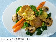 Купить «Australian crushed baked potatoes», фото № 32039213, снято 23 февраля 2020 г. (c) Яков Филимонов / Фотобанк Лори