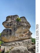 Купить «Great stone in Meteora, Greece», фото № 32039789, снято 8 июня 2019 г. (c) Boris Breytman / Фотобанк Лори