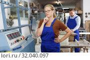Купить «Serious woman working on glass beveling machine», фото № 32040097, снято 10 сентября 2018 г. (c) Яков Филимонов / Фотобанк Лори