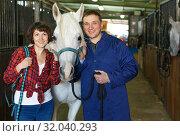 Купить «Portrait of man and woman with roan horse», фото № 32040293, снято 26 ноября 2018 г. (c) Яков Филимонов / Фотобанк Лори