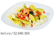 Купить «Salad of grilled salmon, avocado, lettuce, tomatoes», фото № 32040365, снято 24 августа 2019 г. (c) Яков Филимонов / Фотобанк Лори