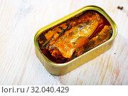 Купить «Tin can with smoked sprats, sardines, closeup», фото № 32040429, снято 20 сентября 2019 г. (c) Яков Филимонов / Фотобанк Лори