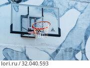 Купить «Баскетбольный щит на фоне стены с граффити. Музей стрит-арта. Санкт-Петербург», эксклюзивное фото № 32040593, снято 17 августа 2019 г. (c) Александр Щепин / Фотобанк Лори