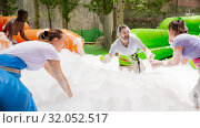 Купить «Team collecting balls in inflatable foam pool», фото № 32052517, снято 26 августа 2019 г. (c) Яков Филимонов / Фотобанк Лори