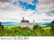 Купить «Вид на замок Нойшванштайн летом. Бавария. Германия», фото № 32052961, снято 21 июня 2019 г. (c) E. O. / Фотобанк Лори