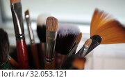 Купить «Brushes for Makeup artists Macro 100mm slider camera smooth motion», видеоролик № 32053121, снято 20 августа 2019 г. (c) Aleksejs Bergmanis / Фотобанк Лори