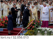 Cracow, Poland, 2006. Papal pilgrimages to Poland. Pictured: Pope Benedict XVI, Lech Kaczynski, Maria Kaczynska. Редакционное фото, фотограф Brykczynski Donat / age Fotostock / Фотобанк Лори