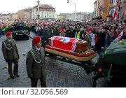 Warsaw, Poland 17.04.2010. The funeral procession across the Old Town for late President Lech Kaczynski and Maria Kaczynska. Редакционное фото, фотограф jackowski henryk / age Fotostock / Фотобанк Лори