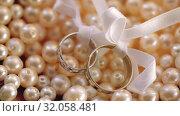 Wedding Rings macro closeup gold and silver diamon Jewellery in sunlights. Стоковое видео, видеограф Aleksejs Bergmanis / Фотобанк Лори