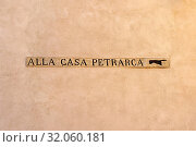 Hinweis zum Casa Petrarca. Стоковое фото, фотограф Bernd J. W. Fiedler / age Fotostock / Фотобанк Лори