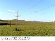 Купить «Линия электропередач в предгорном районе Алтайского края», фото № 32063273, снято 5 сентября 2018 г. (c) Free Wind / Фотобанк Лори