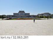 Купить «Mausoleum. Pyongyang, North Korea», фото № 32063281, снято 2 мая 2019 г. (c) Знаменский Олег / Фотобанк Лори