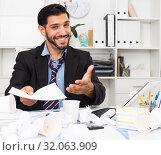 Купить «Excited male is talking about successful contract», фото № 32063909, снято 29 июля 2017 г. (c) Яков Филимонов / Фотобанк Лори
