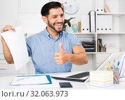 Купить «Spanish businessman is talking with partner about contract», фото № 32063973, снято 29 июля 2017 г. (c) Яков Филимонов / Фотобанк Лори
