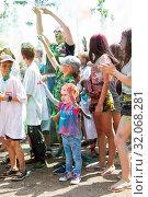 Купить «Праздник красок. Рекламная акция», фото № 32068281, снято 29 июня 2019 г. (c) Момотюк Сергей / Фотобанк Лори