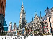 Здание Новой ратуши (Neues Rathaus). Солнечный летний день. Мюнхен. Бавария. Германия (2019 год). Редакционное фото, фотограф E. O. / Фотобанк Лори