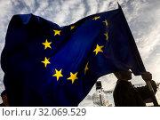 Купить «Знаменосец несет флаг Европейского Союза, который развевается на ветру», фото № 32069529, снято 22 августа 2019 г. (c) Николай Винокуров / Фотобанк Лори