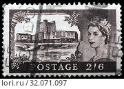 Carrickfergus Castle, County Antrim, Northern Ireland, Queen Elizabeth II, Wilding series, postage stamp, UK, 1959. (2010 год). Редакционное фото, фотограф Ivan Vdovin / age Fotostock / Фотобанк Лори