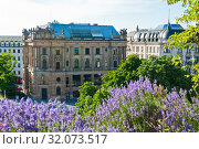 Купить «Neue Börse. Lenbachplatz. Munich. Germany», фото № 32073517, снято 19 июня 2019 г. (c) E. O. / Фотобанк Лори