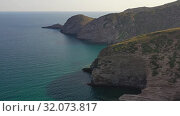 Aerial video of cretan coastal rocks near Aliki beach on Mediterannean sea. Crete, Greece (2019 год). Стоковое видео, видеограф Serg Zastavkin / Фотобанк Лори