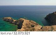 Aerial video on coast and sea rocks near Kalo Horafi or Vossako beach on Crete, Greece (2019 год). Стоковое видео, видеограф Serg Zastavkin / Фотобанк Лори