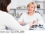 Mature woman and acccountant. Стоковое фото, фотограф Яков Филимонов / Фотобанк Лори