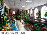 Купить «Магазин по продаже гробов и похоронных венков. Продажа похоронных аксессуаров», фото № 32081525, снято 28 июня 2019 г. (c) Евгений Ткачёв / Фотобанк Лори