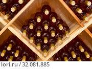 Штабелированные бутылки виноградного вина в винном погребе. Стоковое фото, фотограф Наталья Волкова / Фотобанк Лори