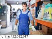 Купить «Portrait of adult sellerman in building workshop», фото № 32082017, снято 26 июля 2017 г. (c) Яков Филимонов / Фотобанк Лори