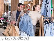 Купить «Young female with male are looking on jeans blouse for her», фото № 32082093, снято 12 марта 2018 г. (c) Яков Филимонов / Фотобанк Лори