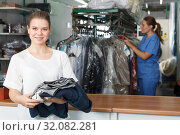 Купить «Happy woman at dry cleaning», фото № 32082281, снято 9 мая 2018 г. (c) Яков Филимонов / Фотобанк Лори