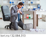 Купить «Businessman having fun taking a break in the office at work», фото № 32084313, снято 11 апреля 2017 г. (c) Elnur / Фотобанк Лори