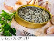 Купить «Preserves of eel fry in garlic brine», фото № 32091717, снято 29 марта 2020 г. (c) Яков Филимонов / Фотобанк Лори