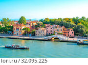 Italy, Venice, View of the Sette Martiri lagoon bank with the Sette Martiri bridge and a ferry in the foreground. Стоковое фото, фотограф Masci Giuseppe / AGF / age Fotostock / Фотобанк Лори