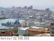 Port Vladivostok, Russia. Skyline and Pacific navy fleet and commercial vessels (2019 год). Редакционное фото, фотограф Знаменский Олег / Фотобанк Лори