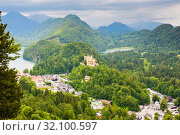 Купить «Вид на замок Хоэншвангау или Гогеншвангау (Schloß Hohenschwangau). Летний день. Перед дождем. Бавария. Германия», фото № 32100597, снято 21 июня 2019 г. (c) E. O. / Фотобанк Лори
