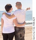 elderly man hugs a woman on the beach. view from the back. Стоковое фото, фотограф Татьяна Яцевич / Фотобанк Лори