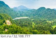 Купить «Вид на замок Хоэншвангау или Гогеншвангау (Schloß Hohenschwangau) и леса вокруг него. Летний день. Бавария. Германия», фото № 32108777, снято 21 июня 2019 г. (c) Екатерина Овсянникова / Фотобанк Лори