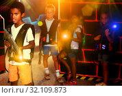 Mulatto playing lasertag with friends. Стоковое фото, фотограф Яков Филимонов / Фотобанк Лори