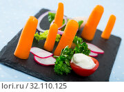 Купить «Vegetarian dish, carrots with greens, onion and tomatoe served at black plate», фото № 32110125, снято 19 сентября 2019 г. (c) Яков Филимонов / Фотобанк Лори
