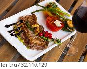 Купить «Roasted veal steak with guacamole on wooden surface», фото № 32110129, снято 27 июня 2018 г. (c) Яков Филимонов / Фотобанк Лори