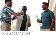 Купить «happy male friends drinking beer at rooftop party», видеоролик № 32112621, снято 27 июля 2019 г. (c) Syda Productions / Фотобанк Лори