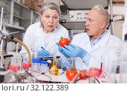 Купить «Scientists taking notes while performing experiments», фото № 32122389, снято 24 января 2019 г. (c) Яков Филимонов / Фотобанк Лори