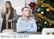 Купить «Pair breaking up, woman leaving», фото № 32122557, снято 15 января 2019 г. (c) Яков Филимонов / Фотобанк Лори
