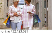 Купить «senior women with shopping bags walking in city», видеоролик № 32123081, снято 27 августа 2019 г. (c) Syda Productions / Фотобанк Лори